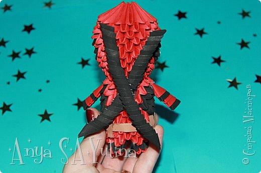 Здравствуйте) Сейчас я вам расскажу и покажу, как делать этого дедпула техникой модульное оригами. Чтобы посмотреть урок, спуститесь чуть ниже по странице:) фото 4