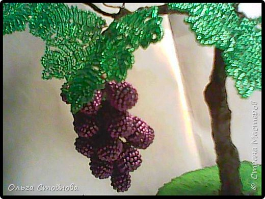 Виноградное дерево из бисера фото 3