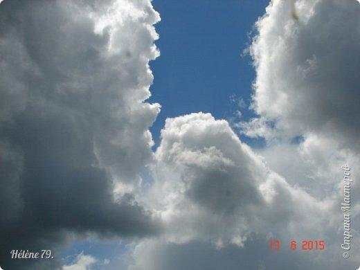 Облака, облака, Освещенные бока! Вы как чудо. Вы откуда? Из какого уголка? - Мы на море, На просторе Теплой ночью родились. Там туманом Утром рано Поднялись – и понеслись. Мы летели и глядели: Сколько в мире красоты! И домами, и садами Любовались с высоты. (С. Михалков) фото 2