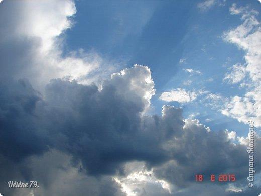 Облака, облака, Освещенные бока! Вы как чудо. Вы откуда? Из какого уголка? - Мы на море, На просторе Теплой ночью родились. Там туманом Утром рано Поднялись – и понеслись. Мы летели и глядели: Сколько в мире красоты! И домами, и садами Любовались с высоты. (С. Михалков) фото 15