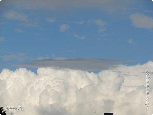 Облака, облака, Освещенные бока! Вы как чудо. Вы откуда? Из какого уголка? - Мы на море, На просторе Теплой ночью родились. Там туманом Утром рано Поднялись – и понеслись. Мы летели и глядели: Сколько в мире красоты! И домами, и садами Любовались с высоты. (С. Михалков) фото 32