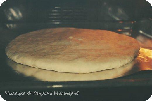 """В очередном летнем отпуске, побывав в Грузии, с удовольствием отведали такое блюдо как """"Кубдари"""" - одно из известных и популярных в Грузии блюд. Конечно, чтобы отведать настоящий кубдари, нужно поехать в Сванетию - горную область на северо-западе Грузии. Вооружившись идеей, мы решили попробовать приготовить это блюдо по возвращении домой.  Для приготовления """"Кубдари"""" потребуется: крутое тесто (подошедшее) - 300 гр. не очень жирная, мягкая  телятина - 250 гр. (Но мы опять же предпочли свинину) Репчатый лук - 2 шт. Перец грамм 5 Самое главное - это сванская соль - основа этого блюда!! (Но если таковой не найдется, то обычную соль перемешайте со специями хмели-сунели, уцхо-сунели) Зира (тмин) сливочное масло для смазывания фото 3"""