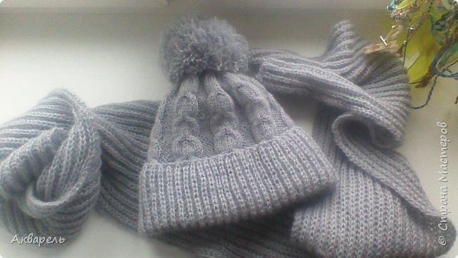 Связала для Оли комплект, теплую шапочку и объемный шарф. Пряжа не толстая, но объем дает и хорошо держит форму, вязальщицы поймут о чем я веду речь. Вещи получились легкие и теплые, не колючие. Пряжа, ALIZE 60%акрил, 40%ангора, 480метров в мотке 100г. Вязать очень приятно.  фото 5