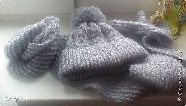 Связала для Оли комплект, теплую шапочку и объемный шарф. Пряжа не толстая, но объем дает и хорошо держит форму, вязальщицы поймут о чем я веду речь. Вещи получились легкие и теплые, не колючие. Пряжа, ALIZE 60%акрил, 40%ангора, 480метров в мотке 100г. Вязать очень приятно.  фото 1