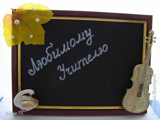 Здравствуйте, дорогие соседи по Стране!  Сделала небольшие сувенирчики  для Ярмарки Приюта. Универсальная подпись для праздников ( День Учителя, 1 сентября и др)  Листочек с капельками из геля и полубусинами, фигурка лебедя и муз. инструмент-ёлочная игрушка. фото 1