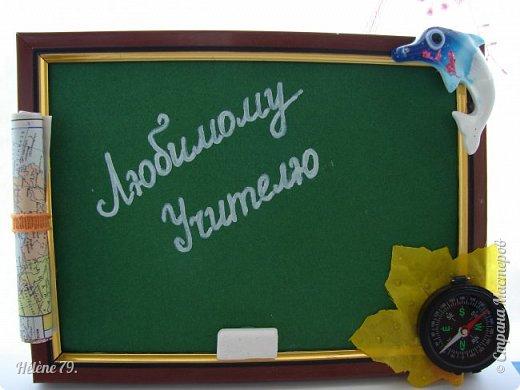 Здравствуйте, дорогие соседи по Стране!  Сделала небольшие сувенирчики  для Ярмарки Приюта. Универсальная подпись для праздников ( День Учителя, 1 сентября и др)  Листочек с капельками из геля и полубусинами, фигурка лебедя и муз. инструмент-ёлочная игрушка. фото 3