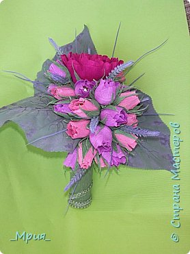 Букет делала на выпускной в 9 классе у сына для классного руководителя.Задумка в том,что цветок-пион -это учительница, а бутоны - дети.Розовые бутоны- девочки,а фиолетовые- мальчики. фото 1