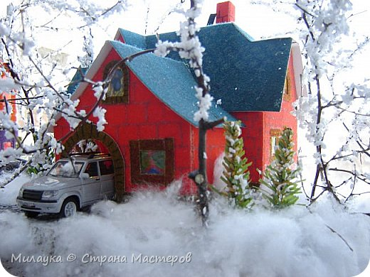 """У многих из нас Новый год ассоциируется со сказкой. Ожидание праздника, волшебства, снежных хлопьев, уюта, и чего-то сказочно-интересного.  Почему-то так сложилось, что игрушечная железная дорога - самый яркий образ новогоднего настроения. Так, насмотревшись мультфильм """"Полярный экспресс"""" мы решили соорудить нечто подобное дома на подоконнике)))  фото 5"""
