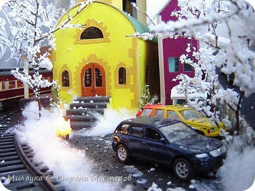 """У многих из нас Новый год ассоциируется со сказкой. Ожидание праздника, волшебства, снежных хлопьев, уюта, и чего-то сказочно-интересного.  Почему-то так сложилось, что игрушечная железная дорога - самый яркий образ новогоднего настроения. Так, насмотревшись мультфильм """"Полярный экспресс"""" мы решили соорудить нечто подобное дома на подоконнике)))  фото 7"""