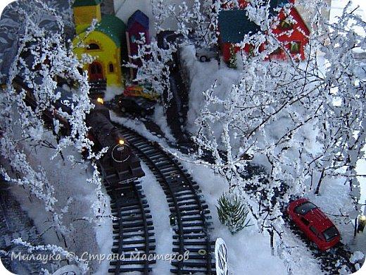 """У многих из нас Новый год ассоциируется со сказкой. Ожидание праздника, волшебства, снежных хлопьев, уюта, и чего-то сказочно-интересного.  Почему-то так сложилось, что игрушечная железная дорога - самый яркий образ новогоднего настроения. Так, насмотревшись мультфильм """"Полярный экспресс"""" мы решили соорудить нечто подобное дома на подоконнике)))  фото 8"""
