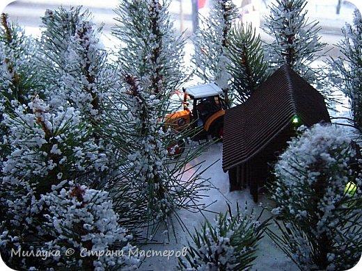 """У многих из нас Новый год ассоциируется со сказкой. Ожидание праздника, волшебства, снежных хлопьев, уюта, и чего-то сказочно-интересного.  Почему-то так сложилось, что игрушечная железная дорога - самый яркий образ новогоднего настроения. Так, насмотревшись мультфильм """"Полярный экспресс"""" мы решили соорудить нечто подобное дома на подоконнике)))  фото 14"""