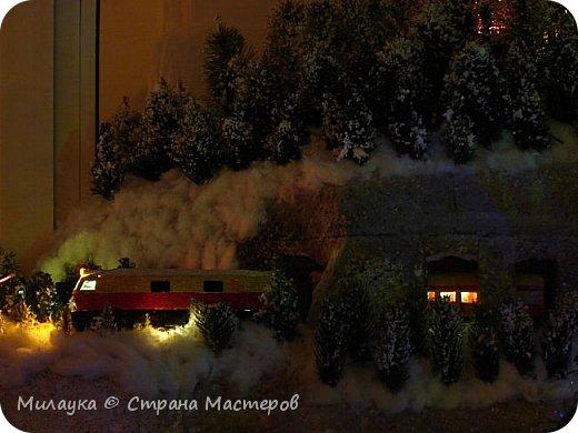 """У многих из нас Новый год ассоциируется со сказкой. Ожидание праздника, волшебства, снежных хлопьев, уюта, и чего-то сказочно-интересного.  Почему-то так сложилось, что игрушечная железная дорога - самый яркий образ новогоднего настроения. Так, насмотревшись мультфильм """"Полярный экспресс"""" мы решили соорудить нечто подобное дома на подоконнике)))  фото 15"""