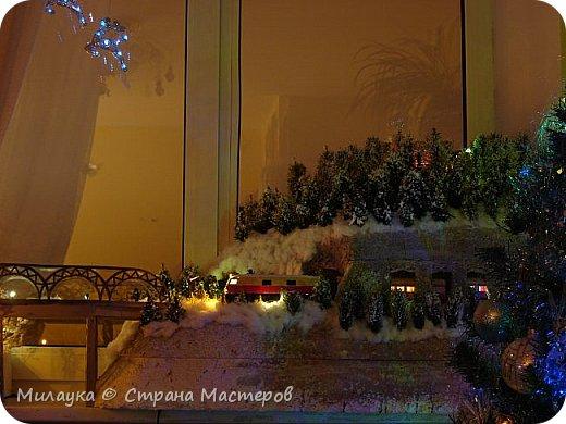 """У многих из нас Новый год ассоциируется со сказкой. Ожидание праздника, волшебства, снежных хлопьев, уюта, и чего-то сказочно-интересного.  Почему-то так сложилось, что игрушечная железная дорога - самый яркий образ новогоднего настроения. Так, насмотревшись мультфильм """"Полярный экспресс"""" мы решили соорудить нечто подобное дома на подоконнике)))  фото 16"""