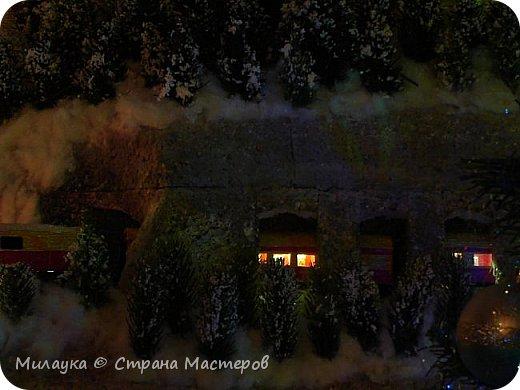 """У многих из нас Новый год ассоциируется со сказкой. Ожидание праздника, волшебства, снежных хлопьев, уюта, и чего-то сказочно-интересного.  Почему-то так сложилось, что игрушечная железная дорога - самый яркий образ новогоднего настроения. Так, насмотревшись мультфильм """"Полярный экспресс"""" мы решили соорудить нечто подобное дома на подоконнике)))  фото 17"""