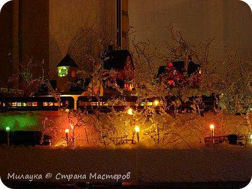 """У многих из нас Новый год ассоциируется со сказкой. Ожидание праздника, волшебства, снежных хлопьев, уюта, и чего-то сказочно-интересного.  Почему-то так сложилось, что игрушечная железная дорога - самый яркий образ новогоднего настроения. Так, насмотревшись мультфильм """"Полярный экспресс"""" мы решили соорудить нечто подобное дома на подоконнике)))  фото 20"""