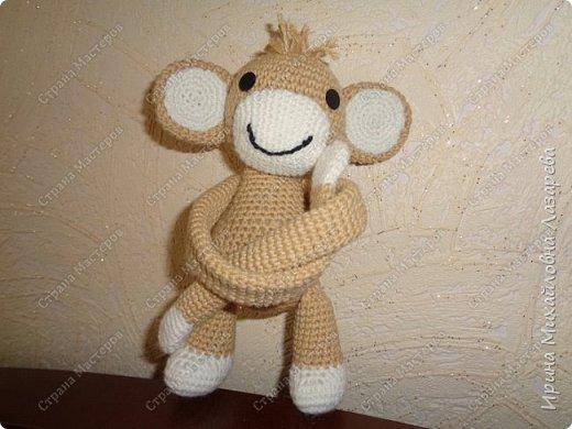 обезьянка может служить как игрушкой ,так и держателем для штор.. фото 1