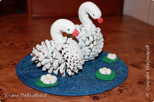 Осенние лебеди из шишек фото 2
