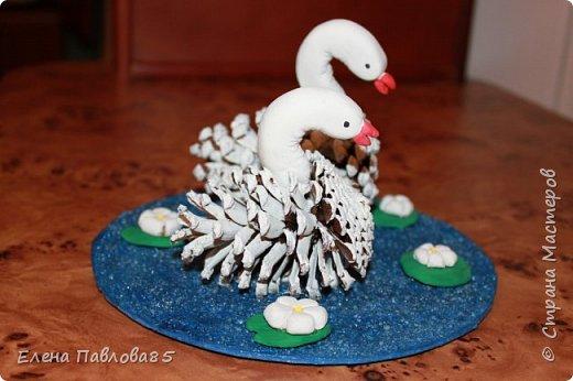 Осенние лебеди из шишек фото 3