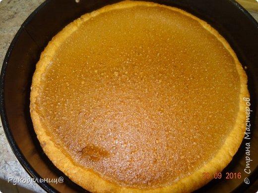 Всем добрый вечер. Сегодня балую вас сладеньким. Давно хотела испечь этот торт, т.к. соблазнял он меня своим внешним видом, а дети очень любят маршмеллоу.   Торт «Жираф» с маршмеллоу получил свое название благодаря оригинальному украшению.  Для украшения и придания соответствия названию,  на поверхности торта раскладываются кусочки зефира маршмеллоу,  имитирующие после кратковременного обжига раскраску шкуры жирафа. Сегодня у старшего сынули день рождения, вот и захотелось его удивить. Подвернулся случай, чтоб испечь этот торт. Торт на песочной основе с шоколадным кремом, украшенный сверху воздушным зефиром.                                        фото 15