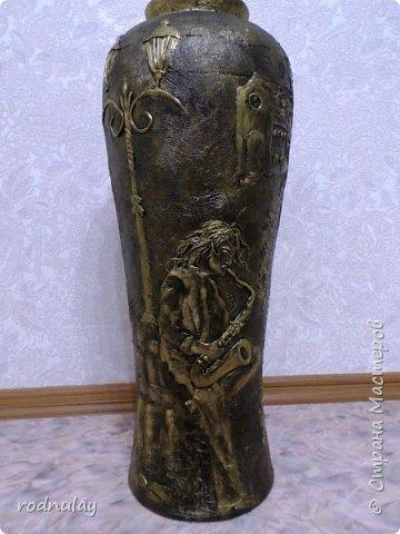 Итак, начнем. Жила-была ваза. Когда-то была даже ничего. Но пришло время. И она морально устарела. А теперь лицо кардинально поменялось. фото 1