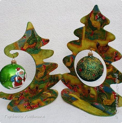 Добрый вечер,Страна! Сегодня я к Вам со своими ёлками-подвесками для новогодних шаров! Подробный мастер-класс по их изготовлению можно посмотреть здесь http://stranamasterov.ru/node/985879 Работ много,как и фотографий! фото 31