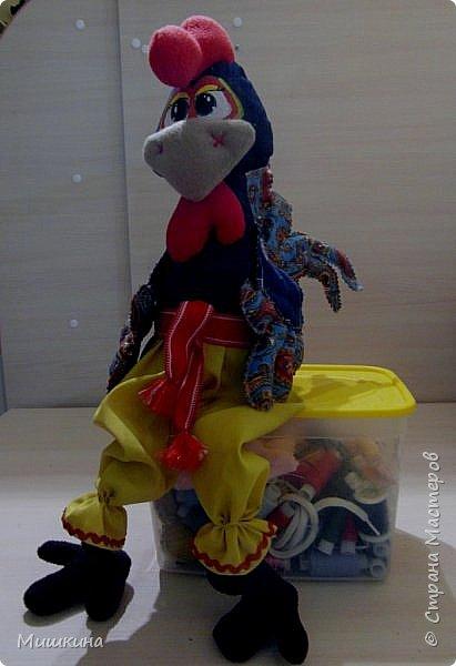 Добрый всем вечер! Я не устояла и сшила петуха по Марианне http://stranamasterov.ru/node/1046789 . Давно руки чесались. Правда у нее крутые игрушки? фото 3
