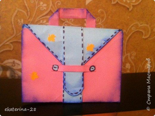 А эти открытки-портфели мы с дочей сделали для ее учителей. Уж очень идея понравилась) http://stranamasterov.ru/node/1047256?c=favorite фото 3