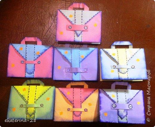 А эти открытки-портфели мы с дочей сделали для ее учителей. Уж очень идея понравилась) http://stranamasterov.ru/node/1047256?c=favorite фото 1