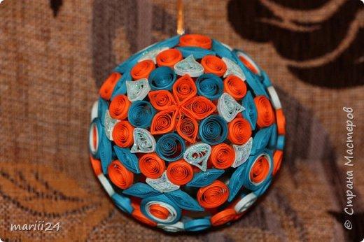 Добрый день, уважаемые жители СМ. Сегодня хочу показать вам свои квиллинговые новогодние шарики. Увлекалась я квиллингом несколько лет назад и 3 года подряд одаривала родных и близких на НГ этими шарами.  фото 4