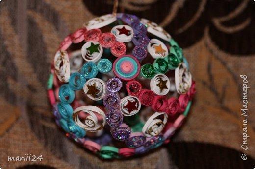 Добрый день, уважаемые жители СМ. Сегодня хочу показать вам свои квиллинговые новогодние шарики. Увлекалась я квиллингом несколько лет назад и 3 года подряд одаривала родных и близких на НГ этими шарами.  фото 5