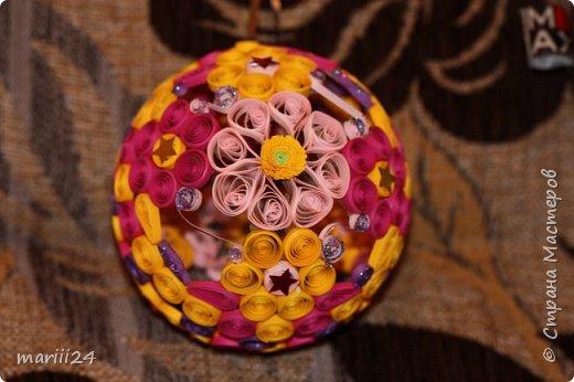 Добрый день, уважаемые жители СМ. Сегодня хочу показать вам свои квиллинговые новогодние шарики. Увлекалась я квиллингом несколько лет назад и 3 года подряд одаривала родных и близких на НГ этими шарами.  фото 6