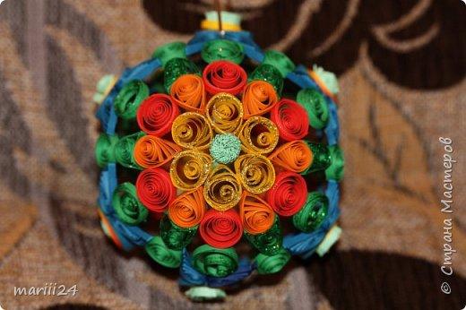 Добрый день, уважаемые жители СМ. Сегодня хочу показать вам свои квиллинговые новогодние шарики. Увлекалась я квиллингом несколько лет назад и 3 года подряд одаривала родных и близких на НГ этими шарами.  фото 7