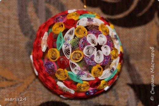 Добрый день, уважаемые жители СМ. Сегодня хочу показать вам свои квиллинговые новогодние шарики. Увлекалась я квиллингом несколько лет назад и 3 года подряд одаривала родных и близких на НГ этими шарами.  фото 9