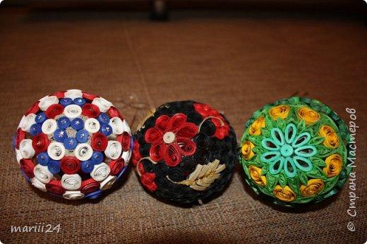 Добрый день, уважаемые жители СМ. Сегодня хочу показать вам свои квиллинговые новогодние шарики. Увлекалась я квиллингом несколько лет назад и 3 года подряд одаривала родных и близких на НГ этими шарами.  фото 10