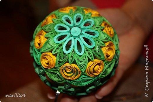 Добрый день, уважаемые жители СМ. Сегодня хочу показать вам свои квиллинговые новогодние шарики. Увлекалась я квиллингом несколько лет назад и 3 года подряд одаривала родных и близких на НГ этими шарами.  фото 12