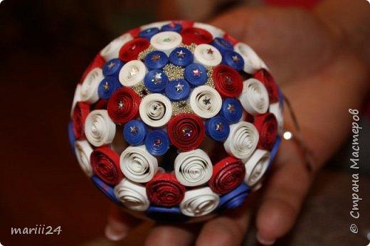 Добрый день, уважаемые жители СМ. Сегодня хочу показать вам свои квиллинговые новогодние шарики. Увлекалась я квиллингом несколько лет назад и 3 года подряд одаривала родных и близких на НГ этими шарами.  фото 13