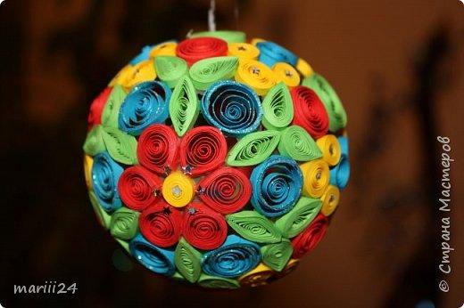 Добрый день, уважаемые жители СМ. Сегодня хочу показать вам свои квиллинговые новогодние шарики. Увлекалась я квиллингом несколько лет назад и 3 года подряд одаривала родных и близких на НГ этими шарами.  фото 14