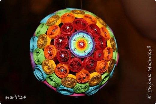 Добрый день, уважаемые жители СМ. Сегодня хочу показать вам свои квиллинговые новогодние шарики. Увлекалась я квиллингом несколько лет назад и 3 года подряд одаривала родных и близких на НГ этими шарами.  фото 15