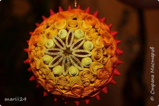 Добрый день, уважаемые жители СМ. Сегодня хочу показать вам свои квиллинговые новогодние шарики. Увлекалась я квиллингом несколько лет назад и 3 года подряд одаривала родных и близких на НГ этими шарами.  фото 16