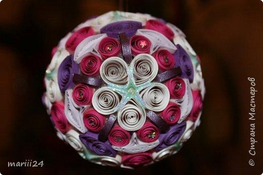 Добрый день, уважаемые жители СМ. Сегодня хочу показать вам свои квиллинговые новогодние шарики. Увлекалась я квиллингом несколько лет назад и 3 года подряд одаривала родных и близких на НГ этими шарами.  фото 18