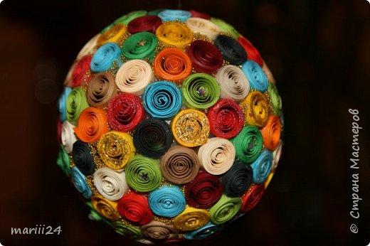 Добрый день, уважаемые жители СМ. Сегодня хочу показать вам свои квиллинговые новогодние шарики. Увлекалась я квиллингом несколько лет назад и 3 года подряд одаривала родных и близких на НГ этими шарами.  фото 20