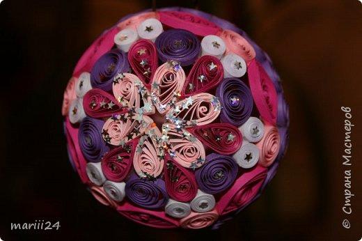 Добрый день, уважаемые жители СМ. Сегодня хочу показать вам свои квиллинговые новогодние шарики. Увлекалась я квиллингом несколько лет назад и 3 года подряд одаривала родных и близких на НГ этими шарами.  фото 21