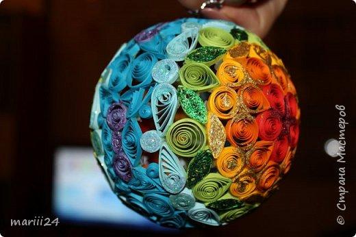 Добрый день, уважаемые жители СМ. Сегодня хочу показать вам свои квиллинговые новогодние шарики. Увлекалась я квиллингом несколько лет назад и 3 года подряд одаривала родных и близких на НГ этими шарами.  фото 25
