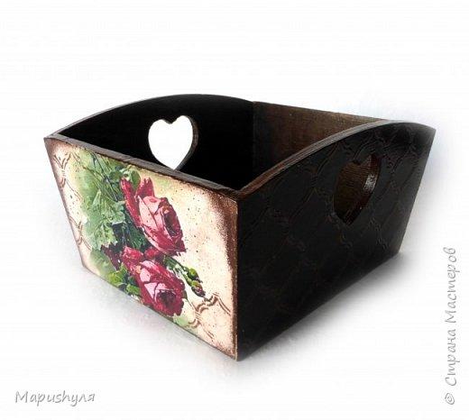 """Здравствуйте,мастера и мастерицы нашей замечательной Страны! Хочу представить на Ваш суд кухонный набор """"Винтажные розы"""". Дело в том, что давно мне нравились картинки с цветами художницы  CATHARINA KLEIN, но все в голове не укладывалось- куда бы их применить. В сентябре у любимой тетушки день рождения , наконец, я поняла, где я применю эти великолепные картинки. В набор входят часы, конфетница, короб для специй и разделочная доска. фото 4"""