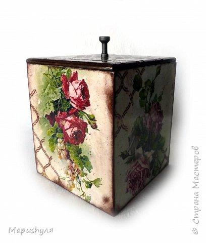 """Здравствуйте,мастера и мастерицы нашей замечательной Страны! Хочу представить на Ваш суд кухонный набор """"Винтажные розы"""". Дело в том, что давно мне нравились картинки с цветами художницы  CATHARINA KLEIN, но все в голове не укладывалось- куда бы их применить. В сентябре у любимой тетушки день рождения , наконец, я поняла, где я применю эти великолепные картинки. В набор входят часы, конфетница, короб для специй и разделочная доска. фото 9"""