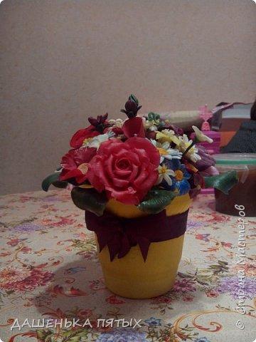 Здравствуйте, гости моей странички.налепилось много цветочков мелких пока училась лепке из фарфора и я решила собрать все в букетик:-)вот что получилось.:-) фото 9