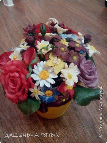 Здравствуйте, гости моей странички.налепилось много цветочков мелких пока училась лепке из фарфора и я решила собрать все в букетик:-)вот что получилось.:-) фото 6