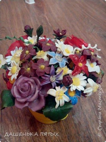 Здравствуйте, гости моей странички.налепилось много цветочков мелких пока училась лепке из фарфора и я решила собрать все в букетик:-)вот что получилось.:-) фото 7