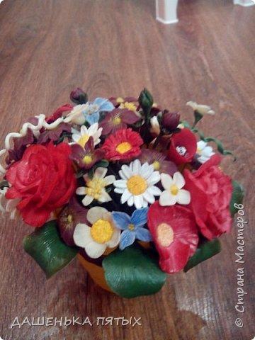 Здравствуйте, гости моей странички.налепилось много цветочков мелких пока училась лепке из фарфора и я решила собрать все в букетик:-)вот что получилось.:-) фото 5