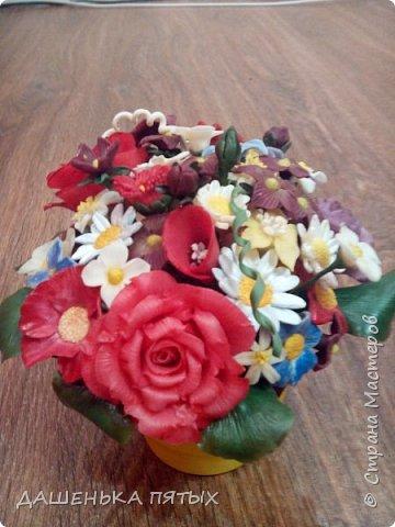 Здравствуйте, гости моей странички.налепилось много цветочков мелких пока училась лепке из фарфора и я решила собрать все в букетик:-)вот что получилось.:-) фото 3